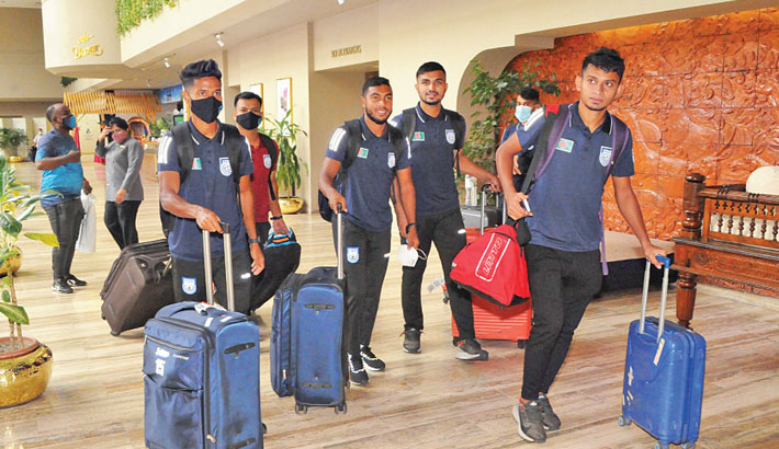 Bangladesh national football team left Dhaka for Maldives on Tuesday to take part in the upcoming SAFF Championship, scheduled to start on October 1 in Male. The men in red and green will face Sri Lanka in the opening day fixture while they will take on India, hosts Maldives and Nepal respectively on October 4, 7 and 13. Bangladesh failed to qualify for the semis of the regional meet in the last four editions  of the competition. – BFF PHOTO
