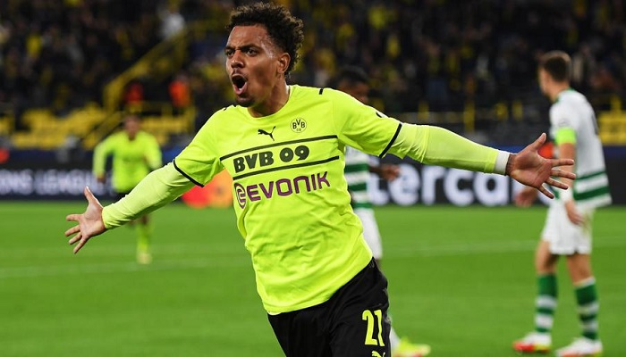 Malen claims first Dortmund goal to seal win over Sporting