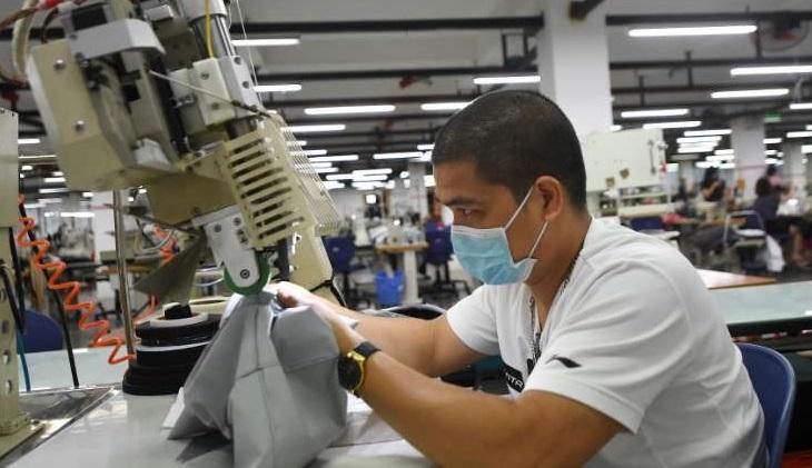 Vietnam's lockdown ensnares world's clothing giants