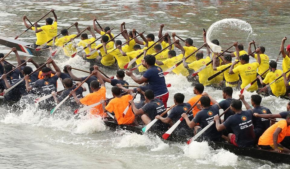 Boat race in Buriganga marks Hasina's birthday