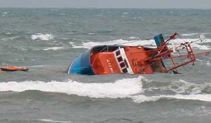 Trawlers capsize in Bay: 3 more bodies recovered, death toll now 4