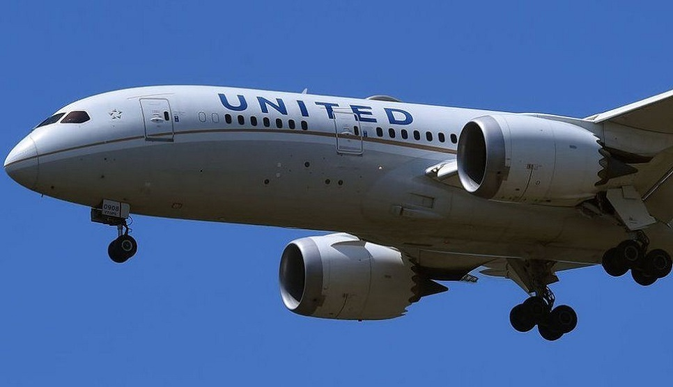United Airlines to fire staff who refuse vaccine