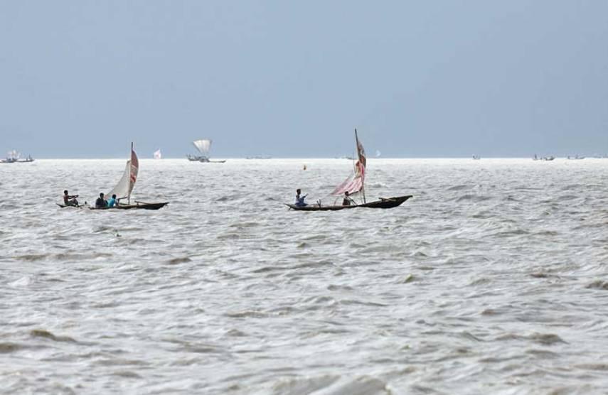 4 dead, 8 missing as boat capsizes in Padma