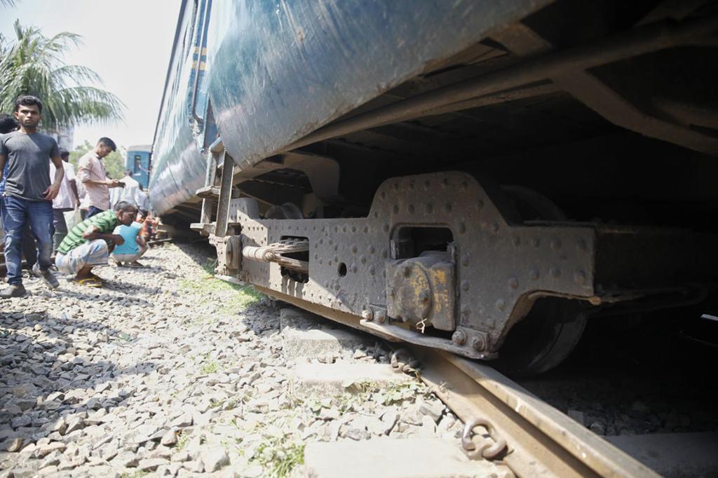 Kishoreganj's rail link with Dhaka, Ctg snapped after train derailment