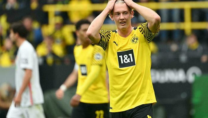 Brandt seals Dortmund win over Augsburg despite Haaland absence