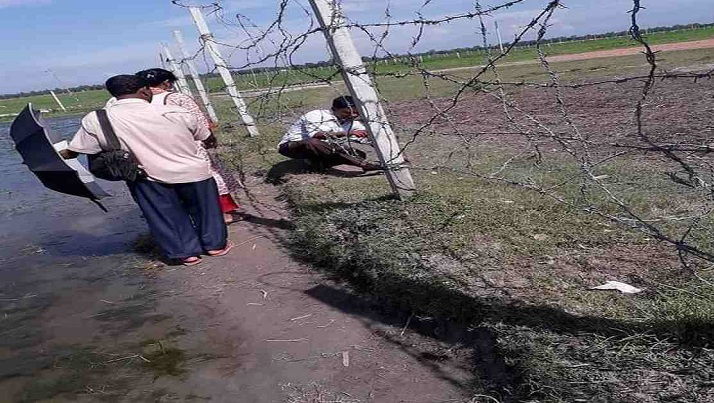 In Shoulmari, lives tangle in barbed-wire fence