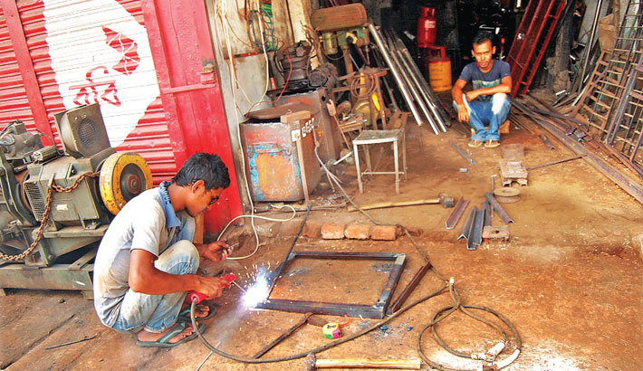 Welding workshops sprout in Khulna city