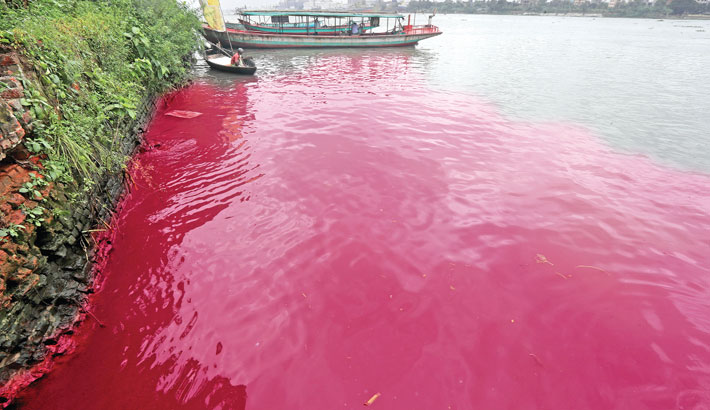 Toxic effluent from dyeing factories is being released into the Shitalakshya River, polluting the water. The photo was taken from Shyampur Kadamtali area of the capital on Tuesday. – Reaz Ahmed Sumon