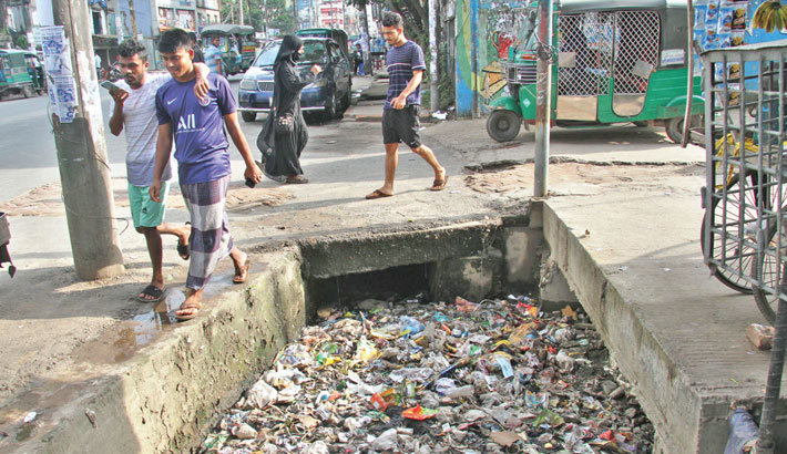 This portion of the drain at Bahaddarhat in the port city of Chattogram always remains open. It becomes impossible for pedestrians to distinguish the drain when it along with the surrounding area goes under water even after a light rain, posing risk of accident. The photo was taken on Tuesday. Rabin chowdhury