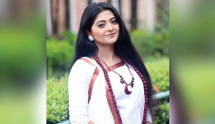 Salma lends voice to 'Shorto'