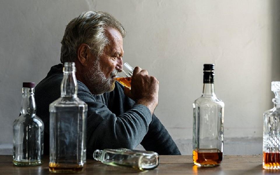Bootleg alcohol kills 17 in Russia