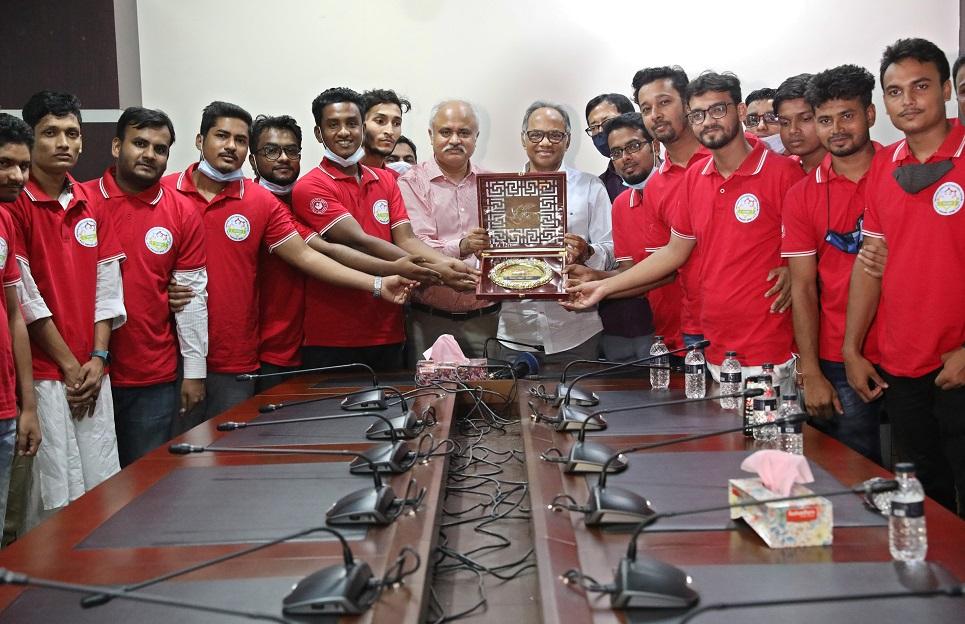 Bangladesh Pratidin honours Sangsaptak for contributing to corona resilience