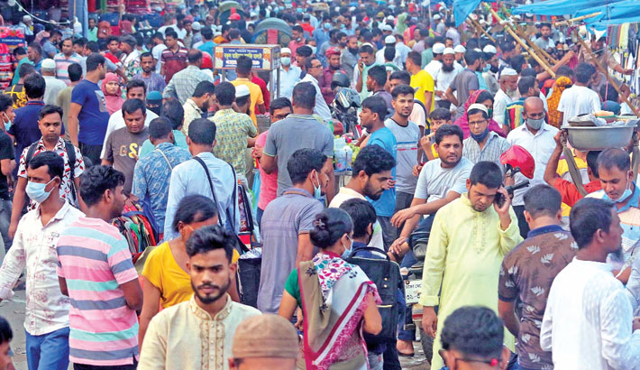 Walkways near the Baitul Mukarram Mosque and General Post Office (GPO) in the capital have been occupied by the street vendors, hampering movement of pedestrians. The photo was taken on Friday. – Md nasir uddin
