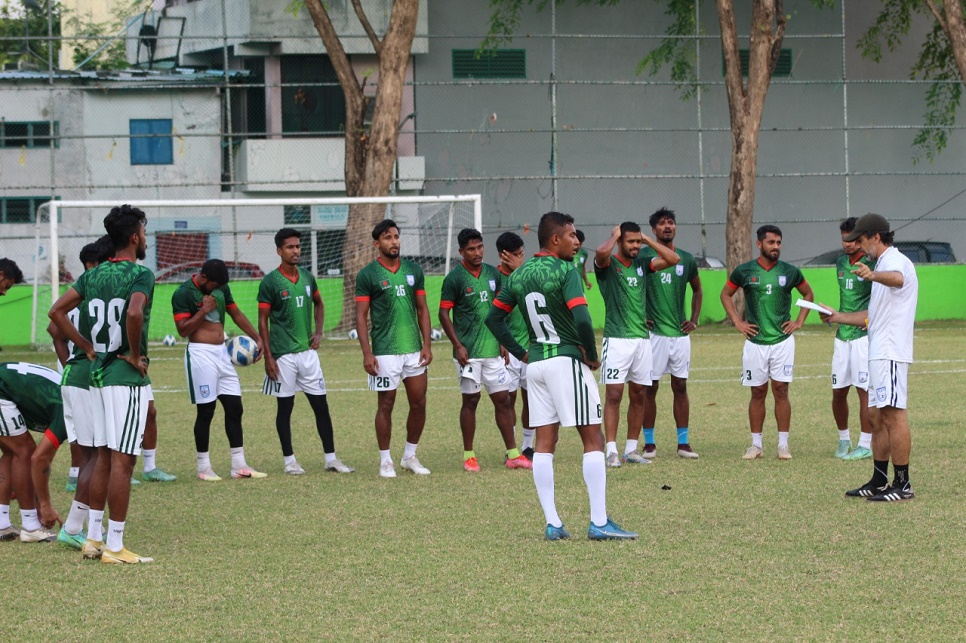 Booters resume practice after two-day break