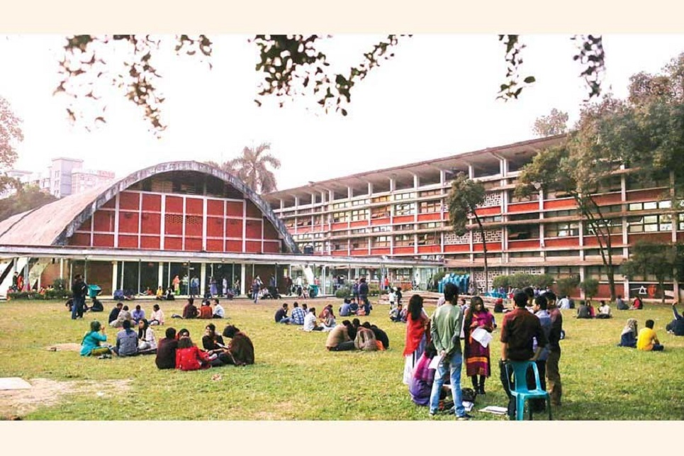 DU gets back life as students return to campus