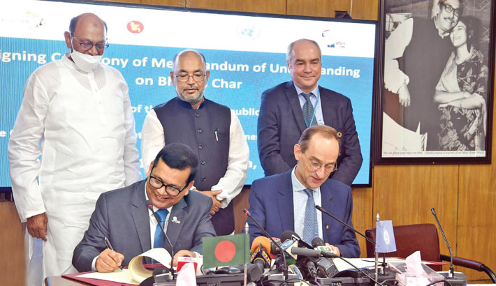 Bangladesh and the UNHCR sign a Memorandum of Understanding on 'UN Engagement in Bhasan Char' at the Secretariat in the capital on Saturday. State Minister for Disaster Management and Relief Dr M Enamur Rahman was present on the occasion. —SUN PHOTO