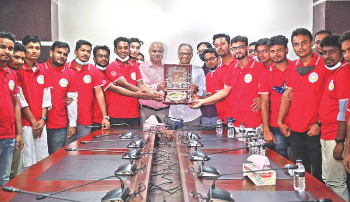Bangladesh Pratidin honours Sangsaptak