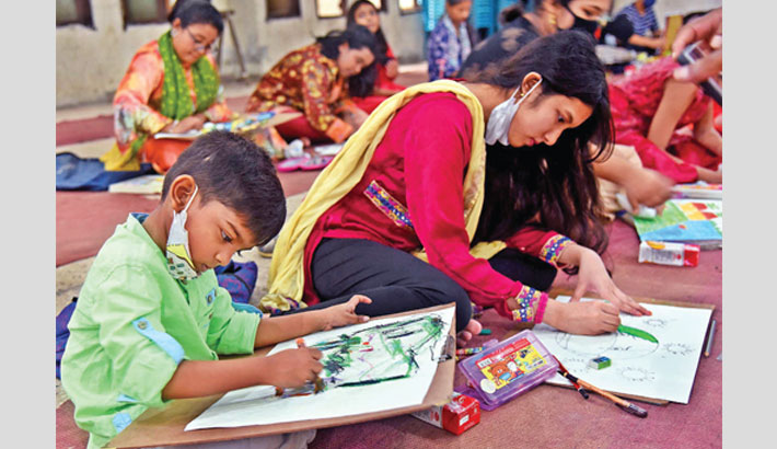 Children draw paintings at a competition organised by Jatiya Press Club at its auditorium on Saturday, marking the 67th founding anniversary of the largest professional organisation of journalists. —SUN photo