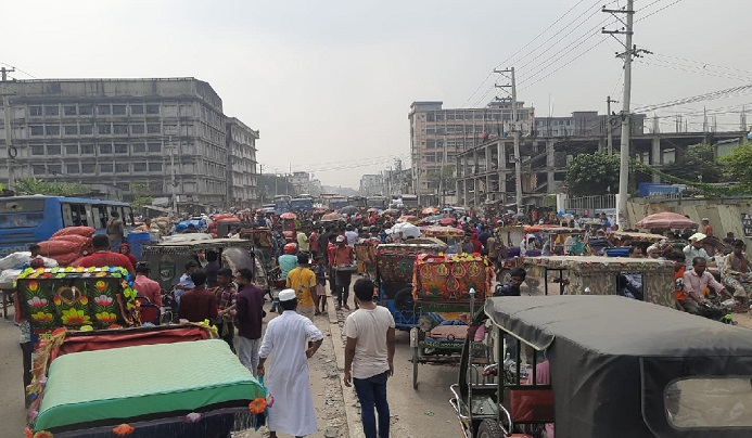 RMG workers block Dhaka-Mymensingh highway demanding arrears