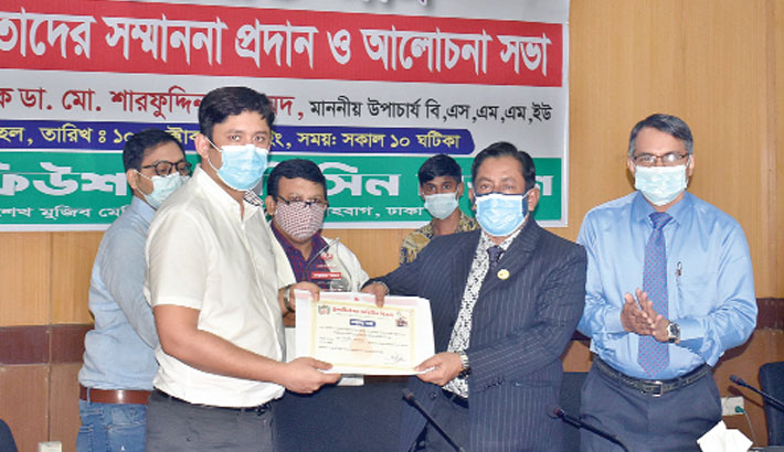 Bangabandhu Sheikh Mujib Medical University Vice-Chancellor Professor Dr Md Sharfuddin Ahmed hands over a certificate to a doctor for donating blood at a voluntary blood donation  programme on the university premises in the capital on Sunday, marking the founding anniversary of Transfusion Medicine  Department of the university.