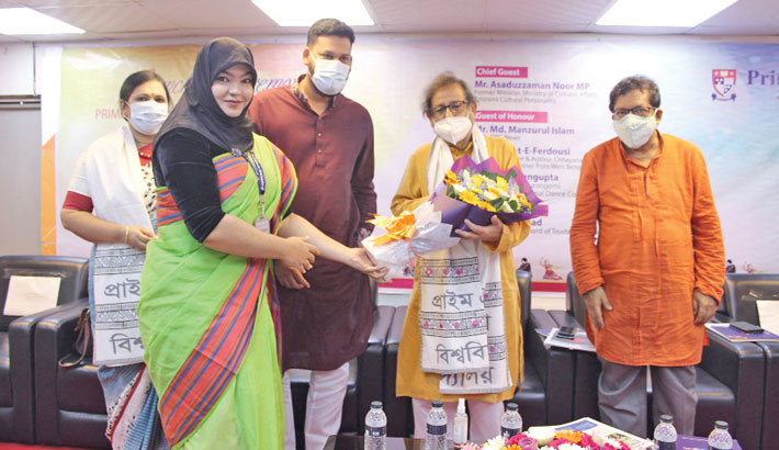 Former cultural affairs minister Asaduzzaman Noor, also a cultural personality, receives a bouquet at the launching ceremony of Primeasia University's language and culture program at Banani in the city on Monday.