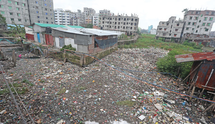The city's Khilgaon-Basabo canal, which is clogged with garbage, has long been polluting environment in the adjacent areas as the authorities concerned has not yet taken any step to clean it. The photo was taken on Monday. —Reaz Ahmed Sumon
