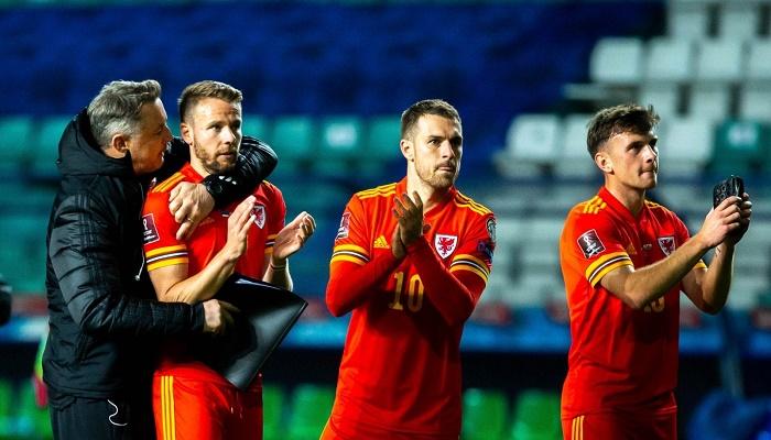 Wales edge out Estonia to keep Belgium waiting