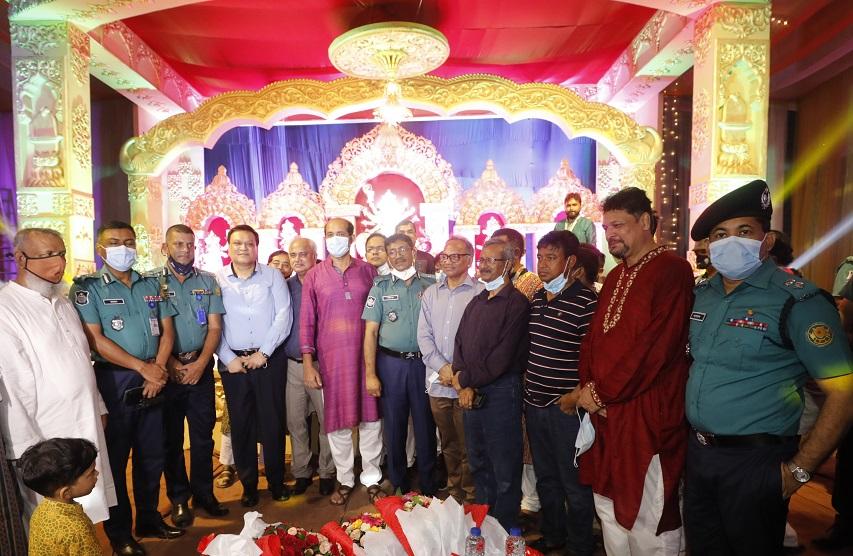 DMP chief lauds Bashundhara area security visiting Puja mandap