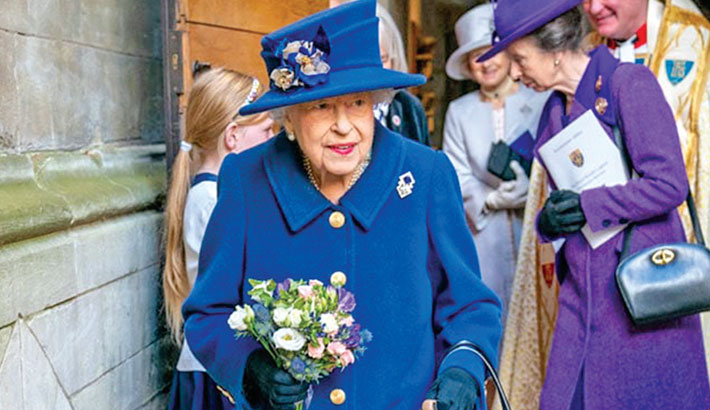 Queen Elizabeth in rare outing with walking stick