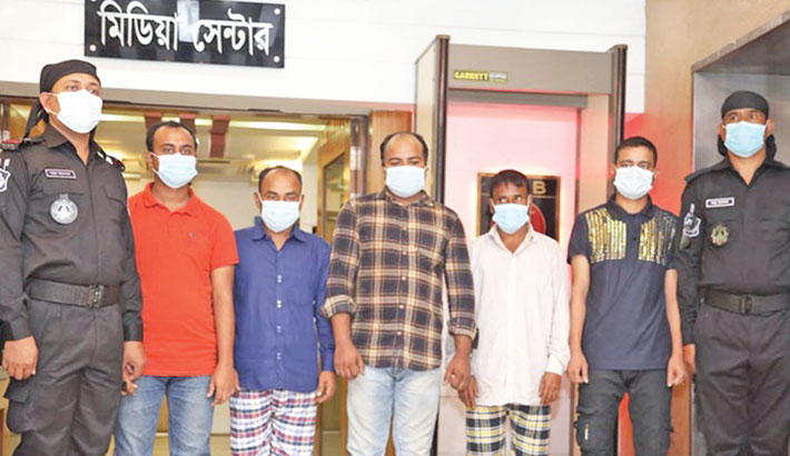 RAB personnel on Tuesday produce six members of an illegal kidney trading racket before journalists after arresting them from the capital's Norda and Joypurhat district. SUN PHOTO
