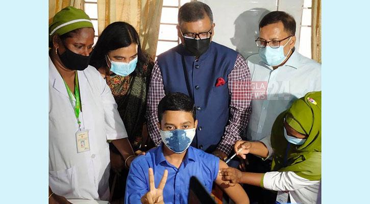 Children administered COVID-19 vaccine as test run begins