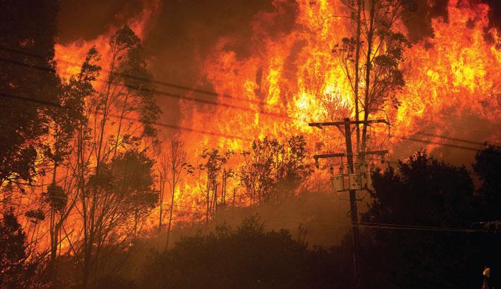 Californian fire burns more than 13,000 acres