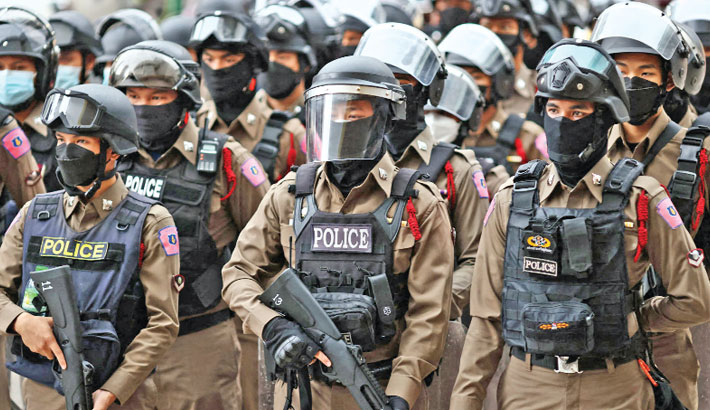 Police wear protective gear in anticipation of a possible confrontation with anti-government protesters in Bangkok on Thursday. — AFP PHOTO