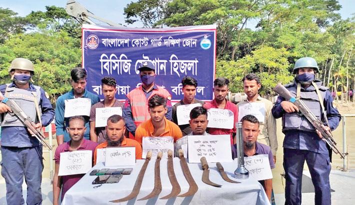 10 robbers held in Barishal