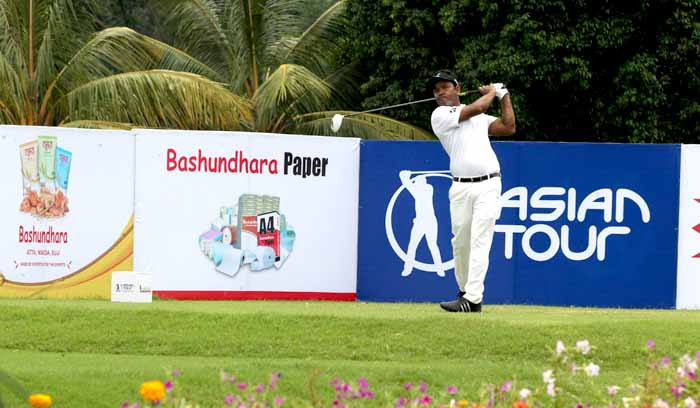 Homeboys give a determined chase on the opening day of Bashundhara Bangladesh Open 2015