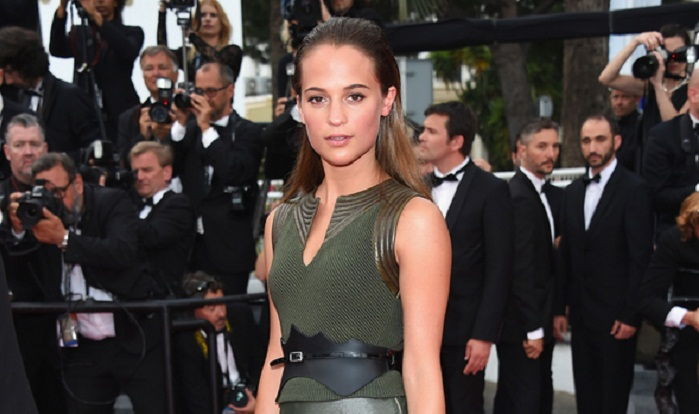 Louis Vuitton resort 2016 makes its red-carpet debut on Alicia Vikander