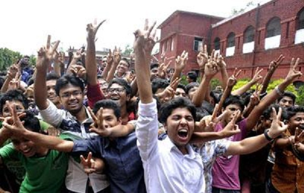 Male students slightly ahead in SSC