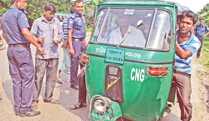 <p>Auto-rickshaw owners, drivers continue demos</p>