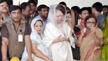 Khaleda offered fateha to Zia