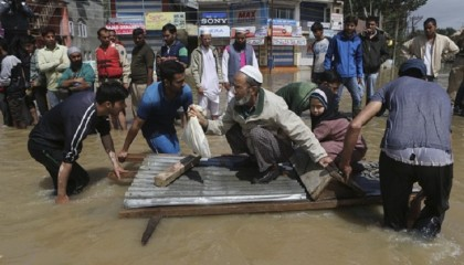 Flood kills at least 82 in India