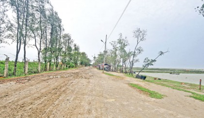 <p>Ring road-cum-embankment &nbsp;needs to be constructed fast</p>