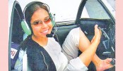 <p>Armless Woman Flies Plane With Feet</p>