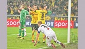 Reus powers Dortmund, Saints crash in Europa League