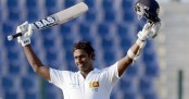 Mathews resists even as India close in