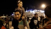 Migrant crisis: Thousands arrive in mainland Greece