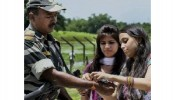 Indian-Bangladeshis celebrate 'Rakhi Bandhan' on Hili border