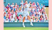 Federer, Murray into last eight, Djokovic left in dark