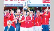 Walcott seals Emirates Cup success for Arsenal